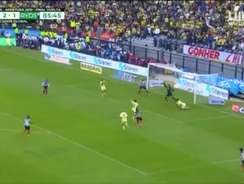 Video: Guillermo Ochoa salvó su pórtico en los minutos finales.